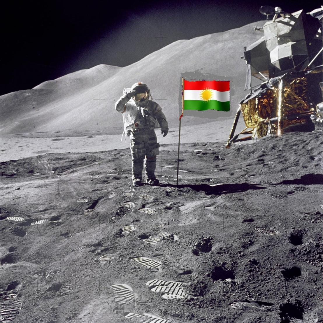 Mehmude Ehmede Qazze salutes Kurdish flag in Sea of Tranquility